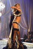 th_95697_Victoria_Secret_Celebrity_City_2007_FS358_123_1081lo.JPG