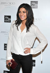 http://img5.imagevenue.com/loc422/th_03351_Jessica_Szohr_Jimmy_Choo_Fragrance_Launch_005_122_422lo.jpg
