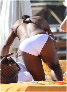 Serena Williams @ the beach in Miami... Apr 5 2011
