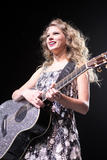 http://img5.imagevenue.com/loc543/th_19571_Taylor_Swift___Performs_live_in_concer_0010_122_543lo.jpg