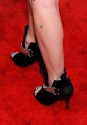 Nov 21, 2010 - Avril Lavigne @ American Music Awards 37th Annual Event At Nokia Theatre In Los Angeles  Th_59322_tduid1721_Forum.anhmjn.com_20101124073814003_122_567lo