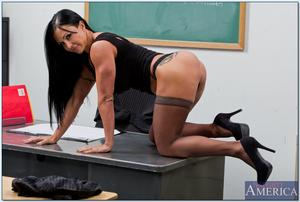 th 211250107 Jewels Jade 049 123 576lo Descargar MILF Jewels Jade (My First Sex Teacher) (Naughtyamerica) (SD/HD) Gratis