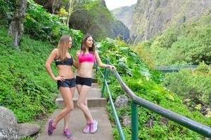 http://img5.imagevenue.com/loc587/th_557943750_Mary_and_Aubrey_Hawaii_II_Hiking_Lao_Valley_20_123_587lo.jpg