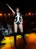 http://img5.imagevenue.com/loc659/th_49317_celeb-city.org_Rihanna_Z100_Party_Plane_with_DKNY_JEANS_Performance_02-03-2008_018_123_659lo.jpg