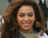 Бионс Ноулс, фото 2700. Beyonce Knowles smiles upon arrival to Philippines (7.11.07), foto 2700